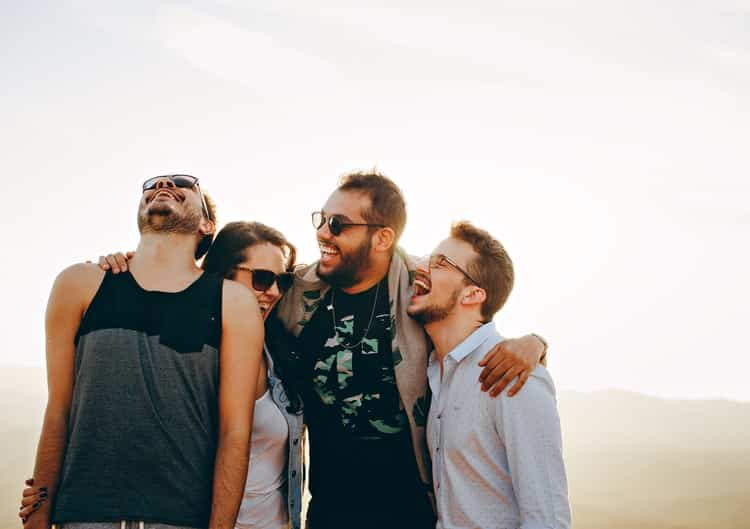 Come trattare gli altri e farseli amici - sorridi