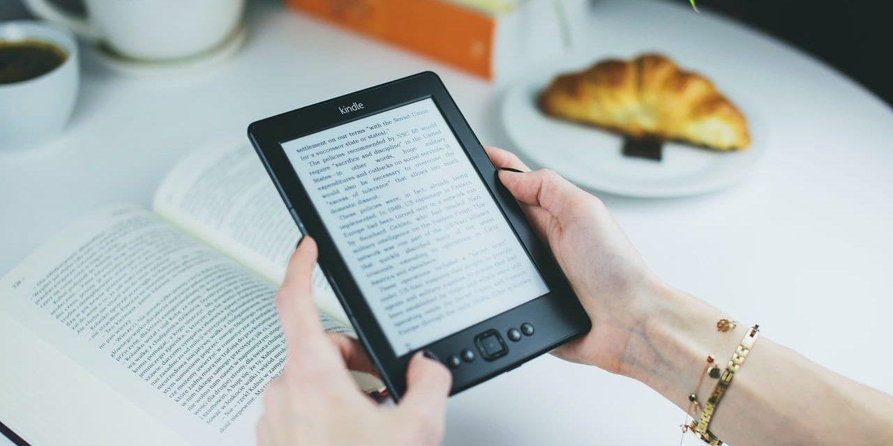 Libro cartaceo o digitale: cosa usare per leggere / imparare