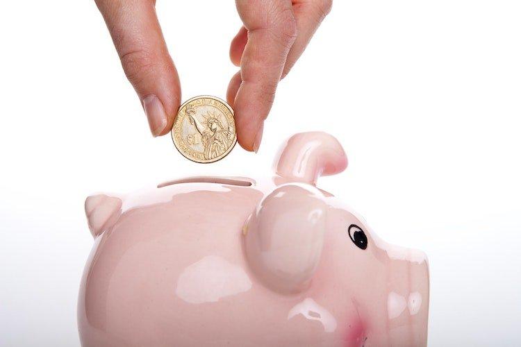 Punta sui risparmi più che sugli investimenti: come risparmiare per Morgan Housel